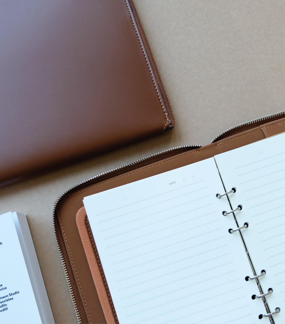 รับผลิตสินค้าพรีเมี่ยม รับทำสมุดโน๊ตปกหนัง รับทำไดอารี่ปกหนัง premiumgift-padbook6
