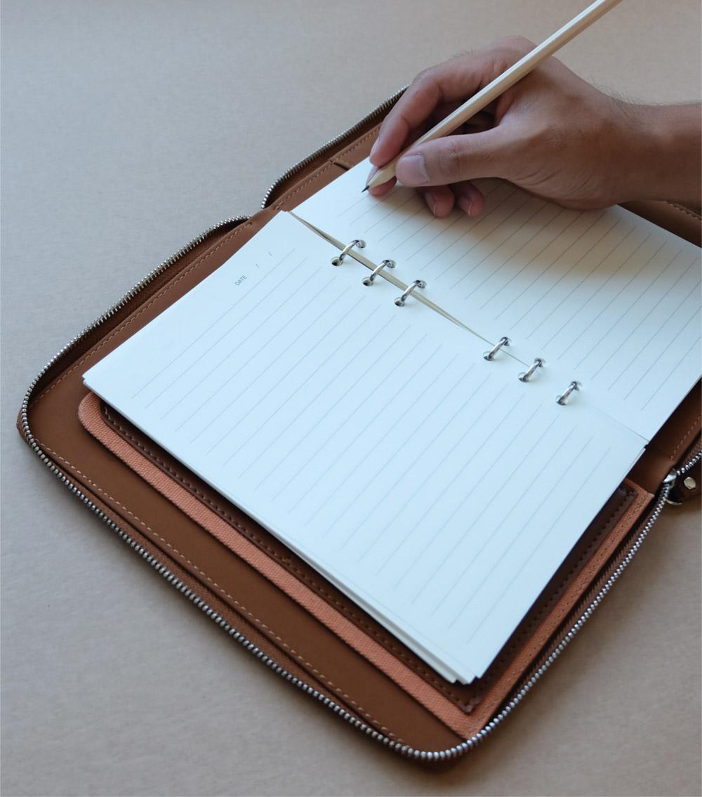 รับผลิตสินค้าพรีเมี่ยม รับทำสมุดโน๊ตปกหนัง รับทำไดอารี่ปกหนัง premiumgift-padbook9